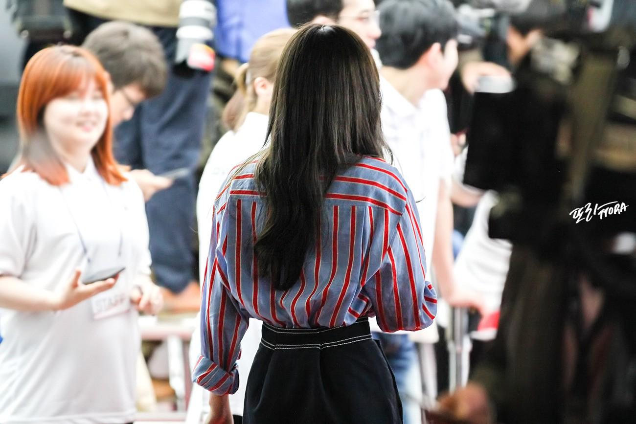Dáng đẹp quá cũng khổ, Taeyeon lúc nào cũng chật vật với chân váy và shorts vì vòng eo siêu bé - Ảnh 6.