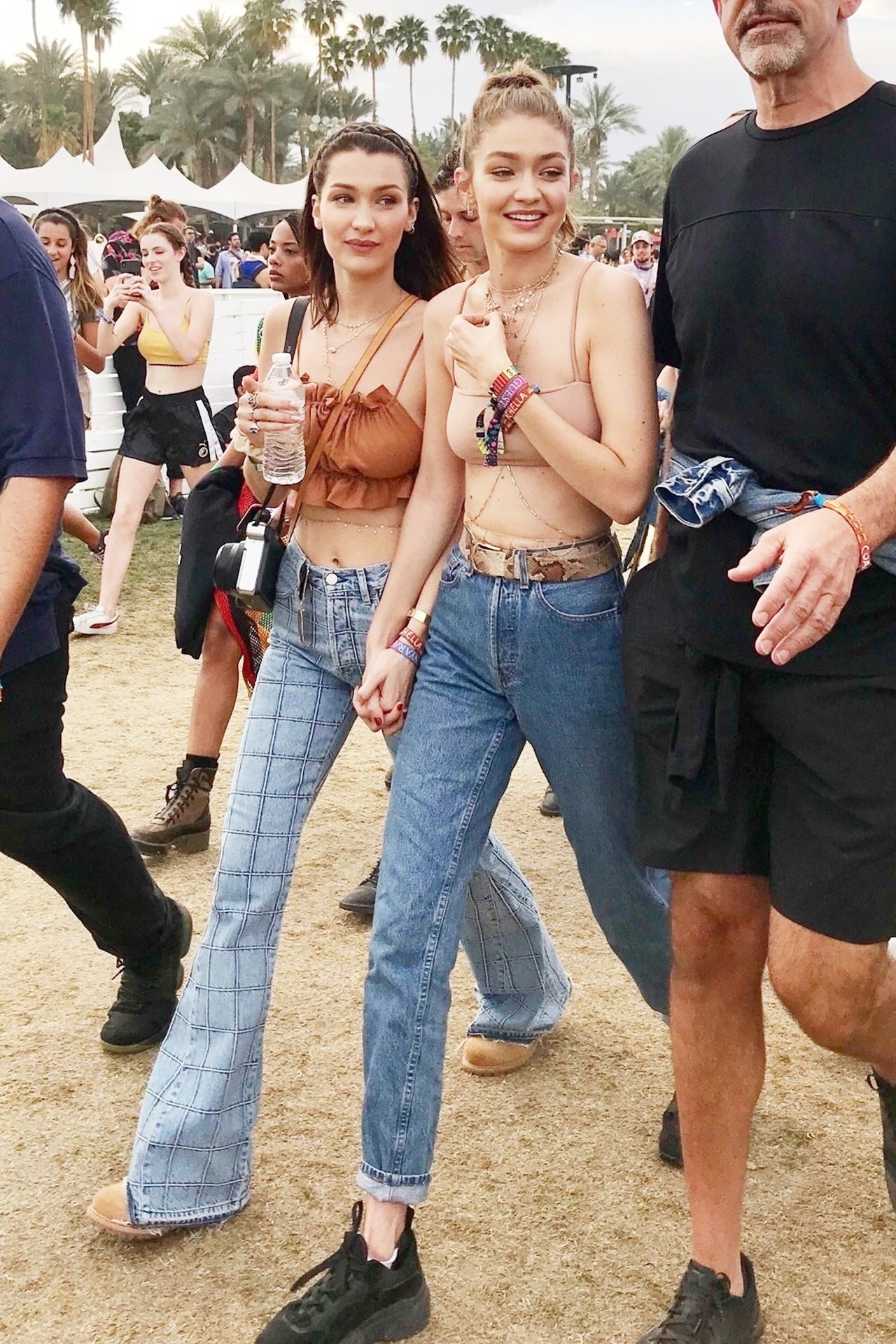 Cả chị lẫn em vừa đẹp vừa sexy, Gigi và Bella Hadid làm trái tim mọi chàng trai loạn nhịp tại Coachella - Ảnh 1.