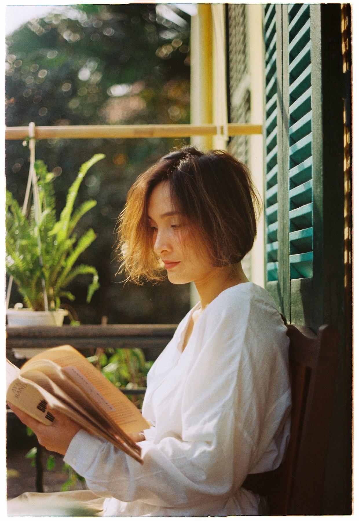 18 tuổi mới đi cafe với mẹ lần đầu tiên, con gái cho ra bộ ảnh film nàng thơ U50 so deep - Ảnh 4.