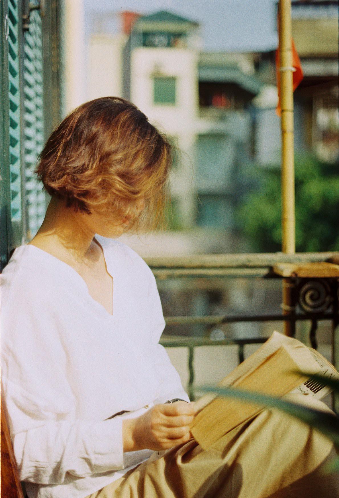 18 tuổi mới đi cafe với mẹ lần đầu tiên, con gái cho ra bộ ảnh film nàng thơ U50 so deep - Ảnh 2.