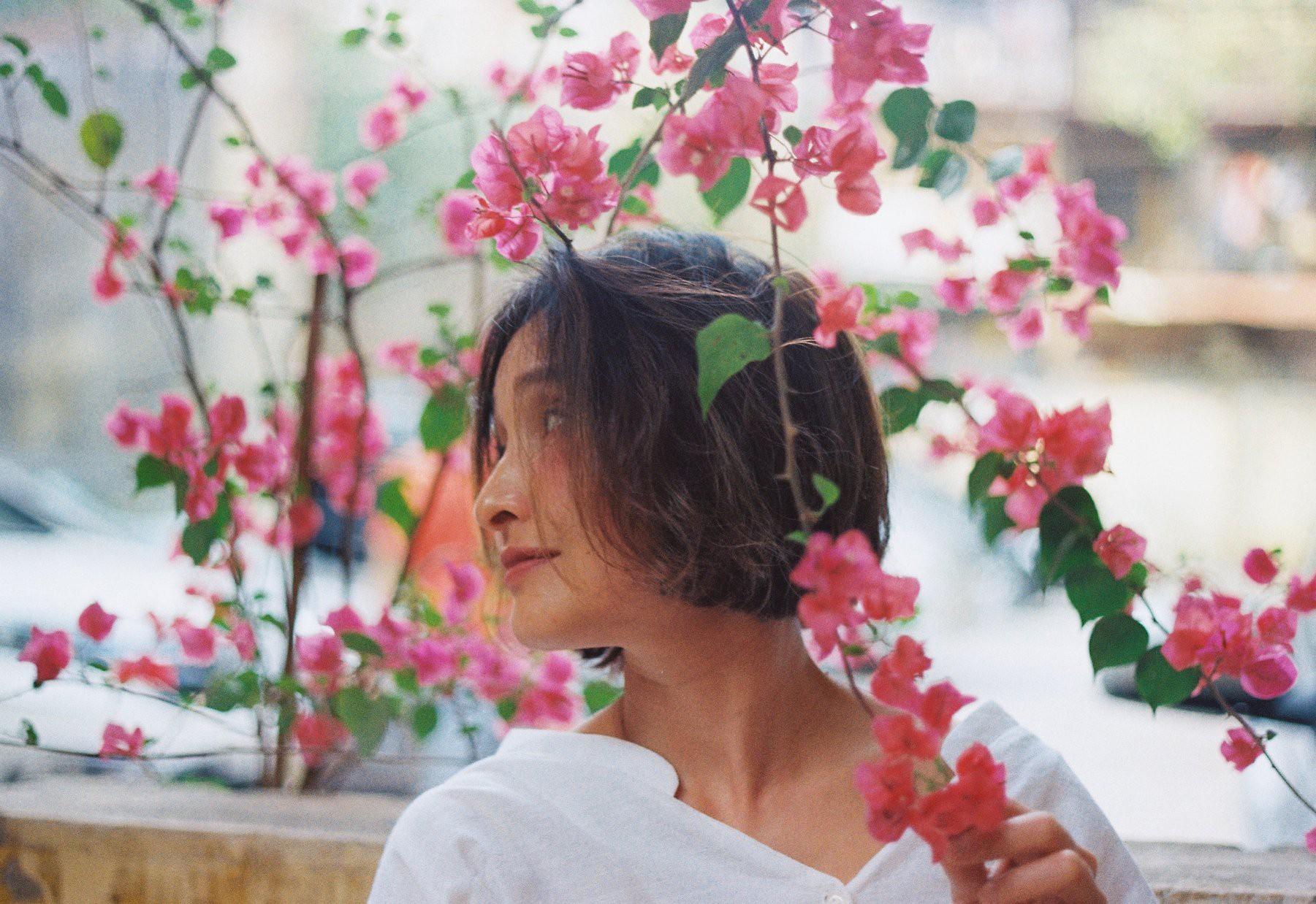 18 tuổi mới đi cafe với mẹ lần đầu tiên, con gái cho ra bộ ảnh film nàng thơ U50 so deep - Ảnh 6.