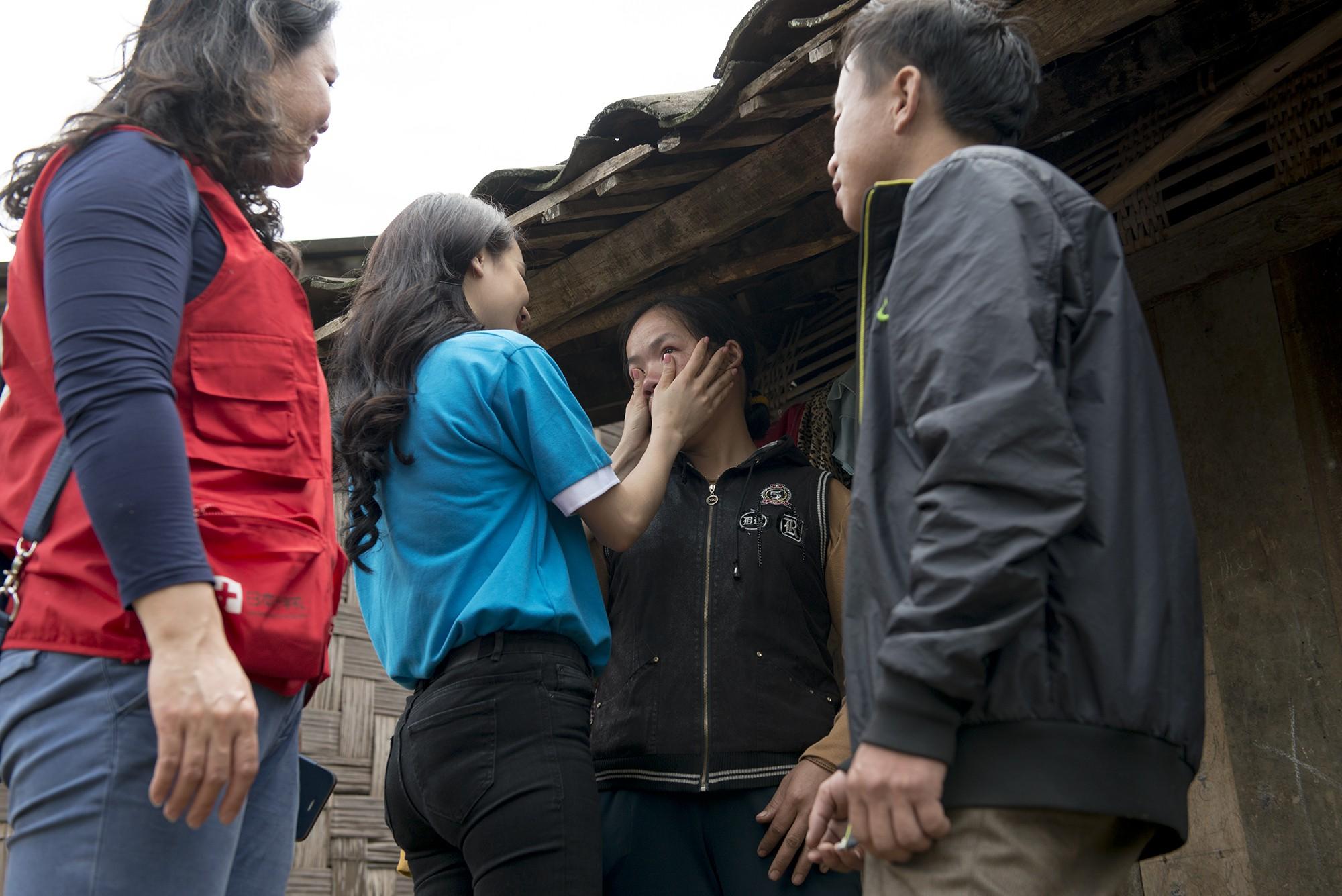 Sau khi lên tiếng về ồn ào của Trường Giang - Nam Em, Nhã Phương lẻ bóng đi Cao Bằng thăm hộ nghèo - Ảnh 8.