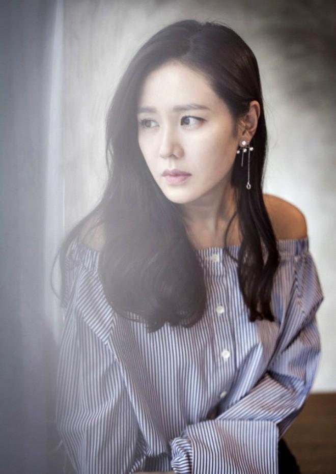 2 bước chăm sóc da cực đơn giản giúp chị đẹp Son Ye Jin luôn trẻ trung với làn da căng mịn - Ảnh 3.