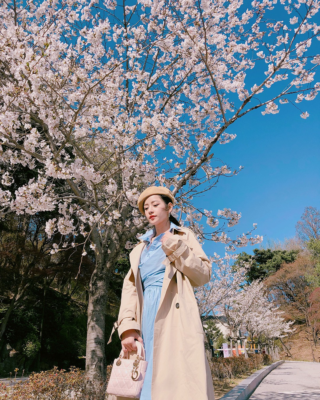 Mặc đẹp không thua kém giới trẻ Hàn, Chi Pu lọt ống kính nhiếp ảnh gia street style tại Seoul khi tới đây du lịch - Ảnh 2.