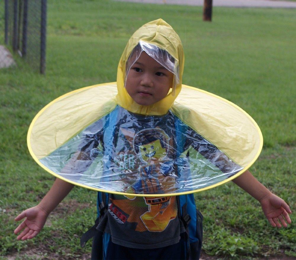 Dẹp Angela Phương Trinh đi, VIFW mà mưa thì phải diện quả mũ ô này thì mới gọi là bậc thầy sang chảnh - Ảnh 4.