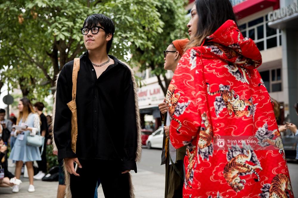 Street style ngày đầu VIFW 2018: các tín đồ thời trang Sài thành lên đồ quằn quại đốt mắt người nhìn - Ảnh 15.