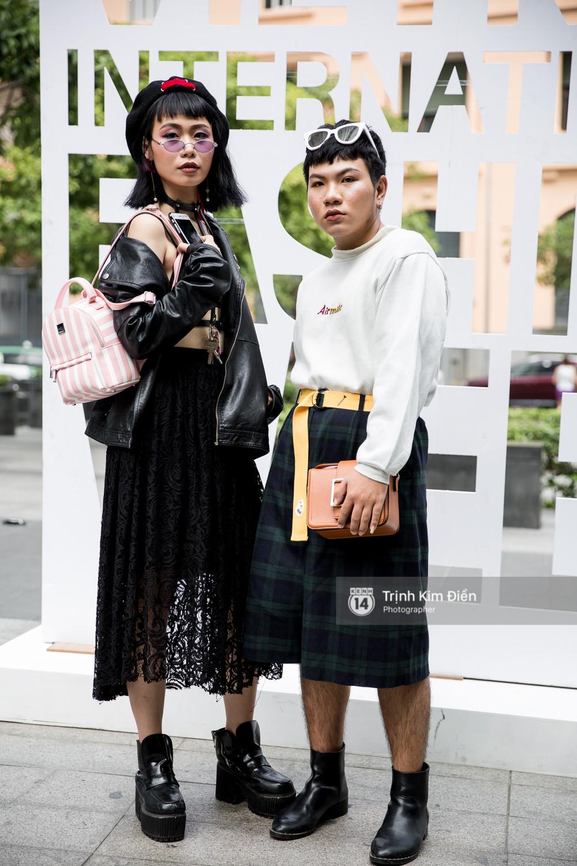 Street style ngày đầu VIFW 2018: các tín đồ thời trang Sài thành lên đồ quằn quại đốt mắt người nhìn - Ảnh 10.