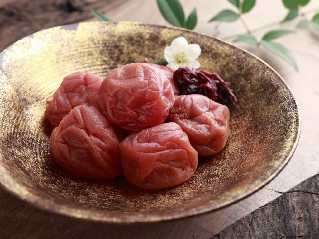 Mơ muối Umeboshi - một nét chấm phá độc đáo trong suốt chiều dài lịch sử ẩm thực Nhật Bản - Ảnh 1.