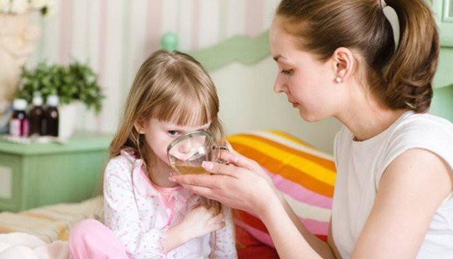 Sơ cứu khi có dấu hiệu ngộ độc thực phẩm tại nhà - những bước cần thiết để tránh biến chứng đáng sợ - Ảnh 4.