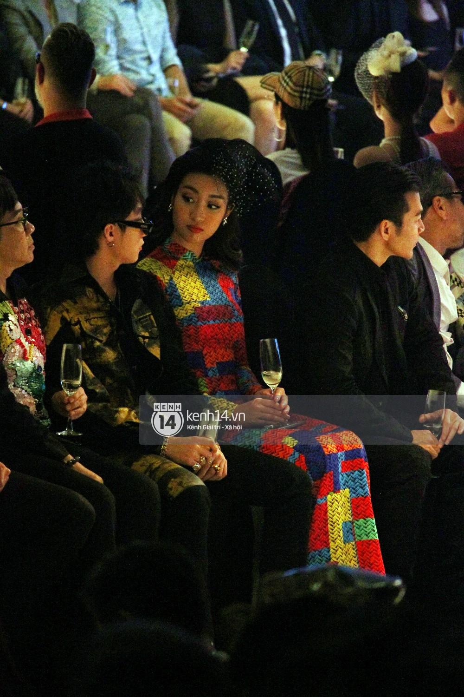 Khoảnh khắc đáng yêu: Sơn Tùng M-TP nhắng nhít selfie cùng Hoa hậu Đỗ Mỹ Linh - Ảnh 7.