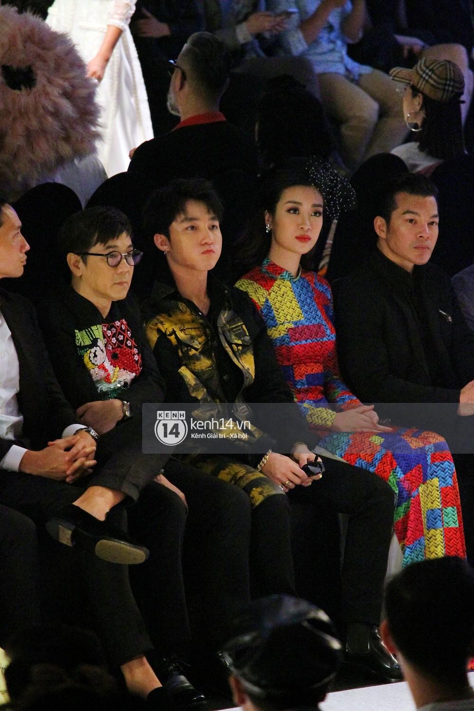 Khoảnh khắc đáng yêu: Sơn Tùng M-TP nhắng nhít selfie cùng Hoa hậu Đỗ Mỹ Linh - Ảnh 9.