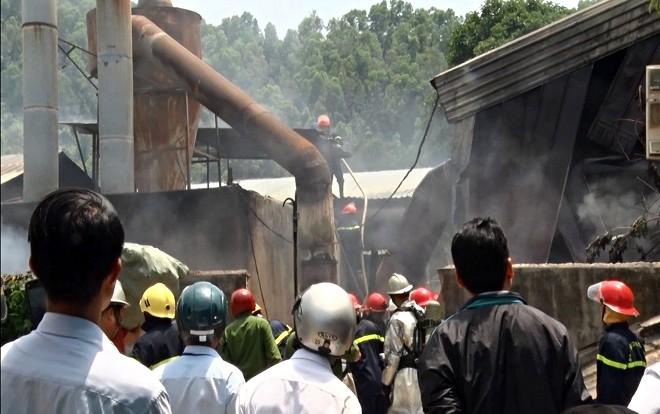 Cháy lớn tại xưởng gỗ 5.500m2 ở Đà Nẵng, nhiều người tá hỏa bỏ chạy - Ảnh 5.