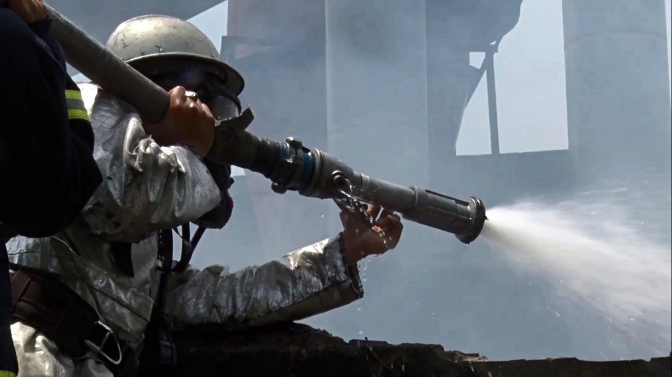 Cháy lớn tại xưởng gỗ 5.500m2 ở Đà Nẵng, nhiều người tá hỏa bỏ chạy - Ảnh 6.