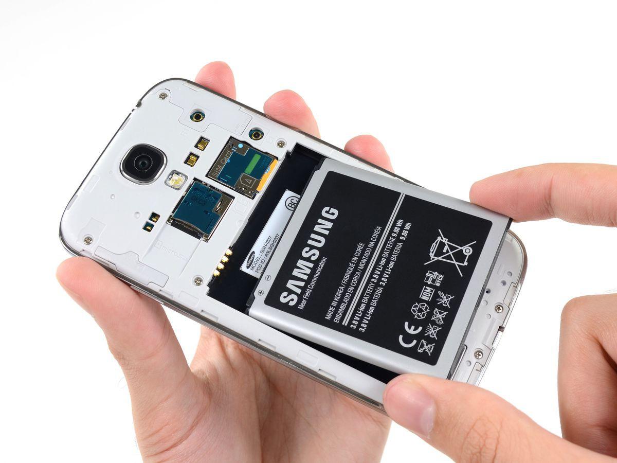 Vì sao nói bản cập nhật kiểm tra iPhone chai pin chỉ là trò móc ví người dùng của Apple? - Ảnh 2.