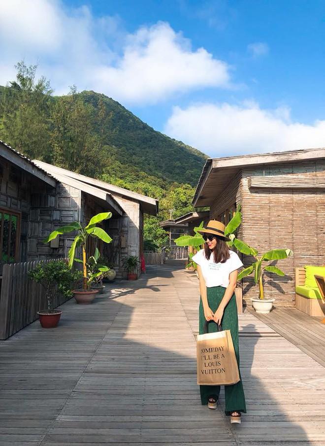 Vừa mới vào hè, sao Việt đã có cả loạt gợi ý mix đồ hay ho với áo phông để bạn áp dụng - Ảnh 8.