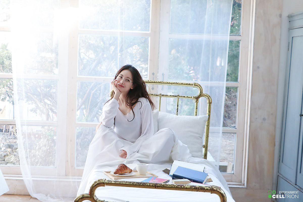Bạn gái Kim Bum lần đầu lộ diện sau tin hẹn hò: Nhan sắc không đùa được đâu trong loạt ảnh hậu trường - Ảnh 8.