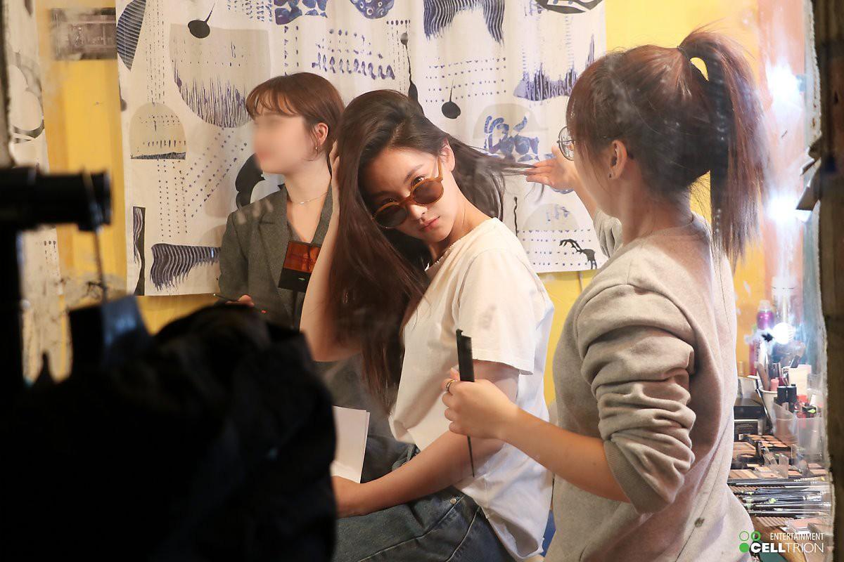 Bạn gái Kim Bum lần đầu lộ diện sau tin hẹn hò: Nhan sắc không đùa được đâu trong loạt ảnh hậu trường - Ảnh 17.