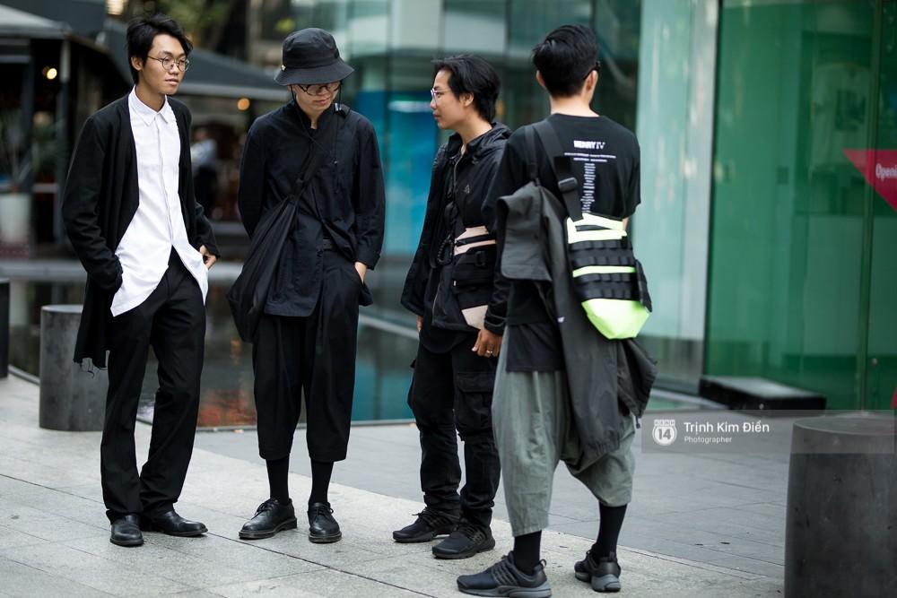 Street style VIFW ngày 2: đồ lưới, shorts, giày cao gót được... phái nam tận dụng triệt để - Ảnh 7.