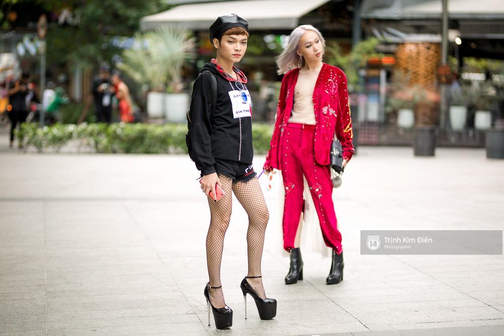 Street style VIFW ngày 2: đồ lưới, shorts, giày cao gót được... phái nam tận dụng triệt để - Ảnh 9.