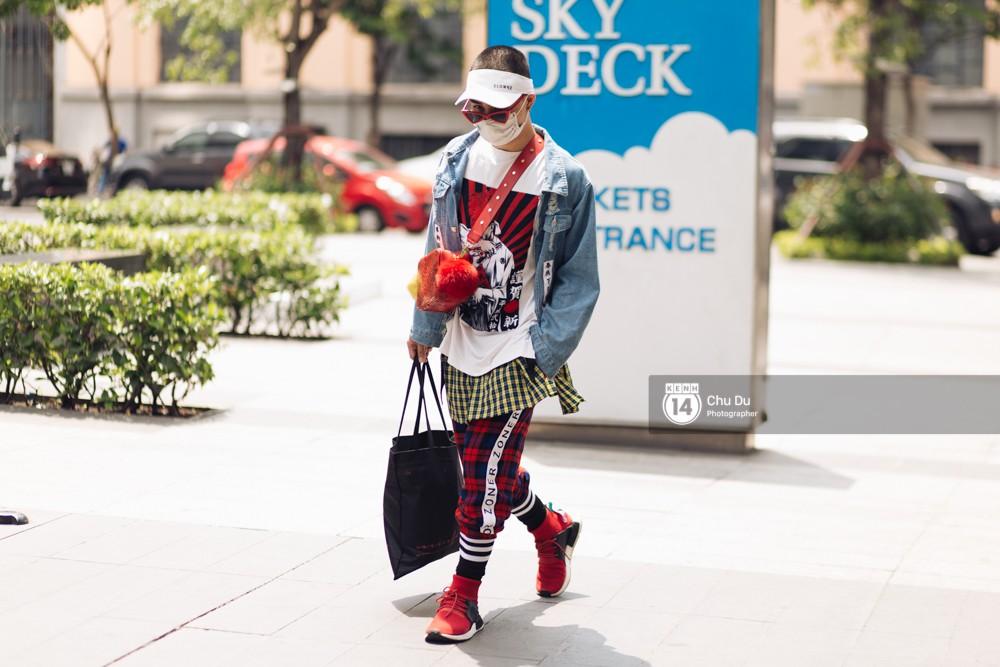 Street style VIFW ngày 2: đồ lưới, shorts, giày cao gót được... phái nam tận dụng triệt để - Ảnh 18.