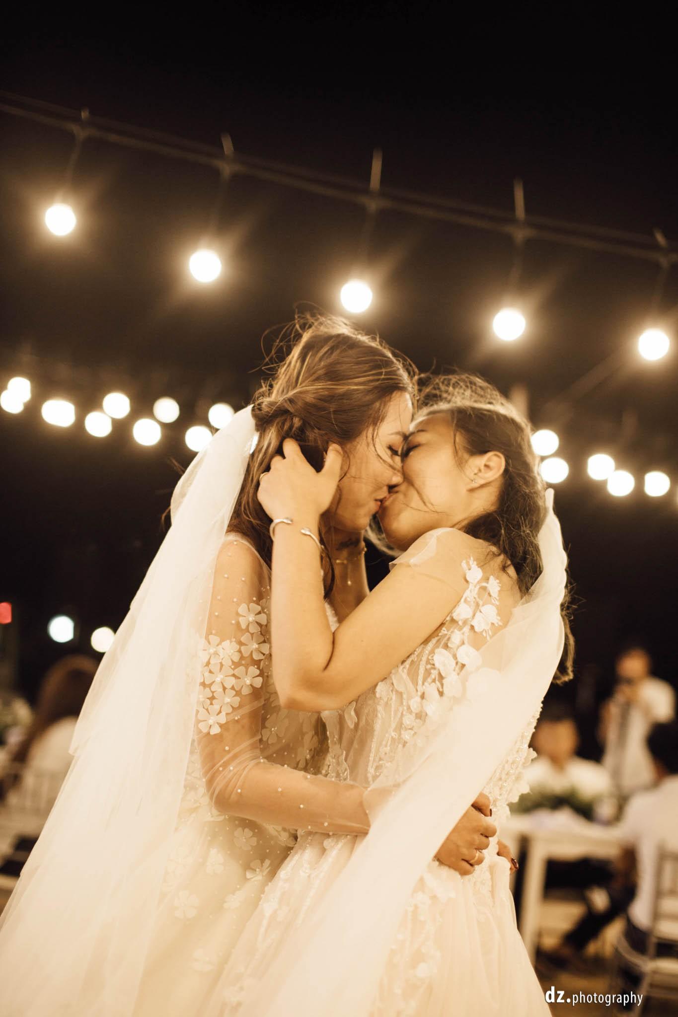 Đám cưới đồng tính của hai cô gái từng là tình địch giữa bãi biển Bình Thuận thơ mộng - Ảnh 13.