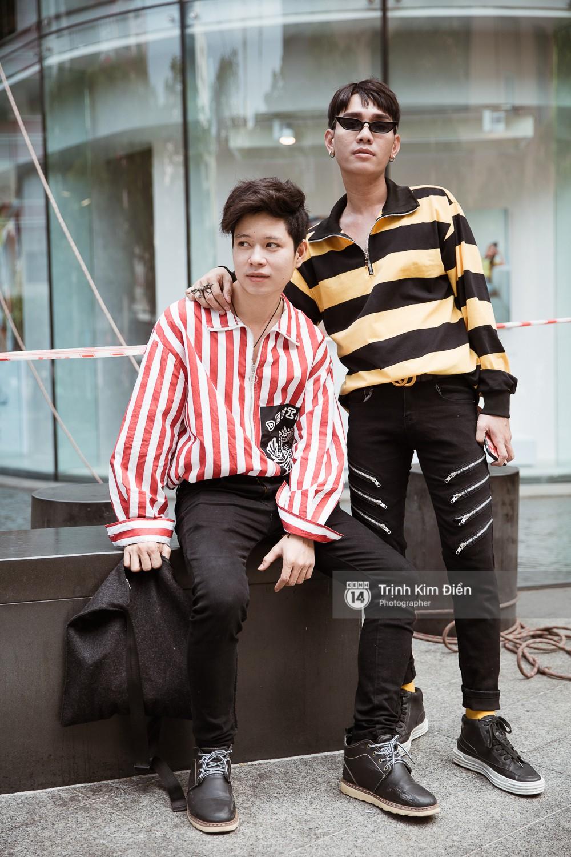 Street style VIFW ngày 3: Không chỉ tận dụng tối đa áo khoác, tín đồ Sài Gòn còn mặc đồ ngủ, quấn khăn ra đường - Ảnh 15.