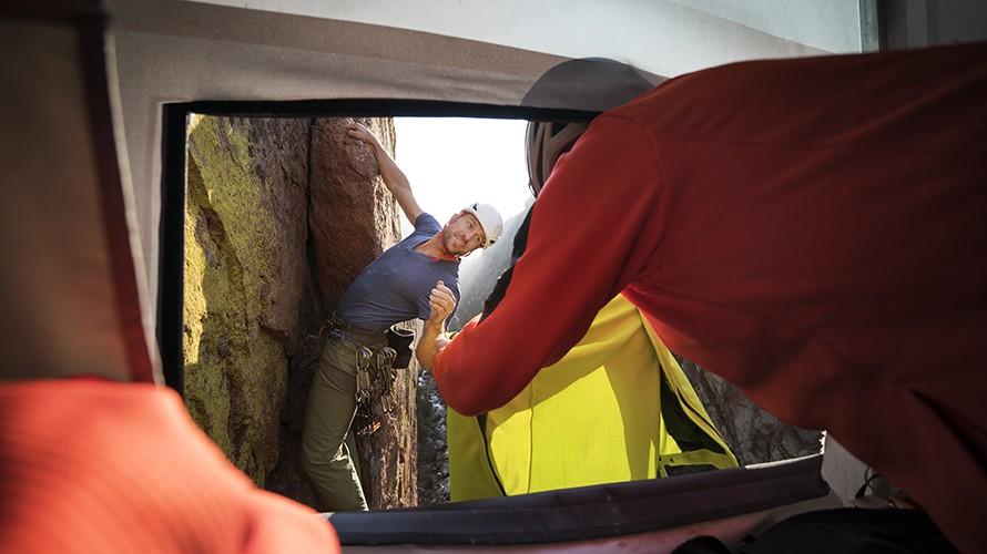 Cửa hàng tiện lợi không dành cho người yếu tim: Nằm ở độ cao gần 2000 mét nhưng tất cả hàng hóa đều miễn phí - Ảnh 3.