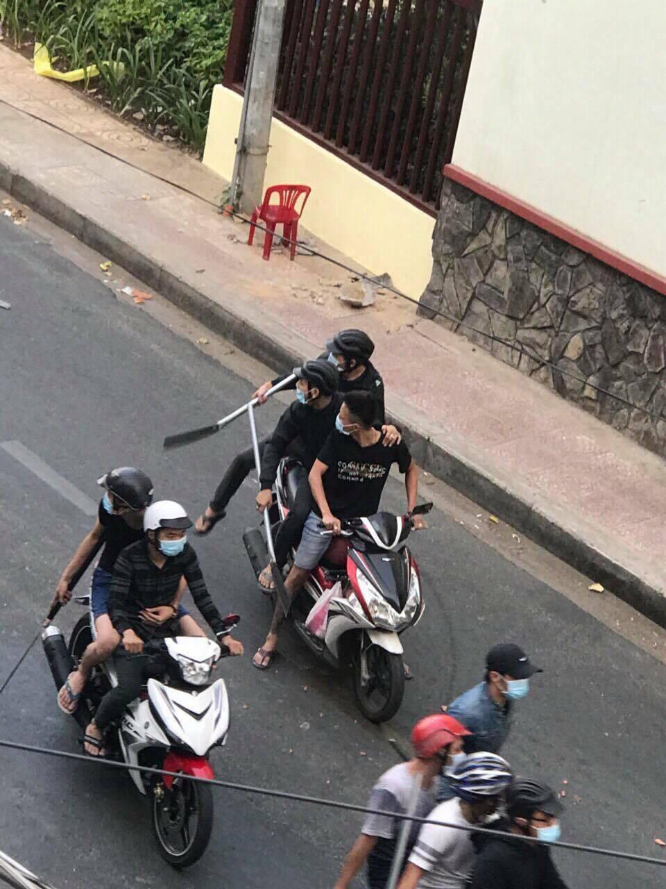 Nhóm thanh niên mang theo hung khí truy sát đối thủ