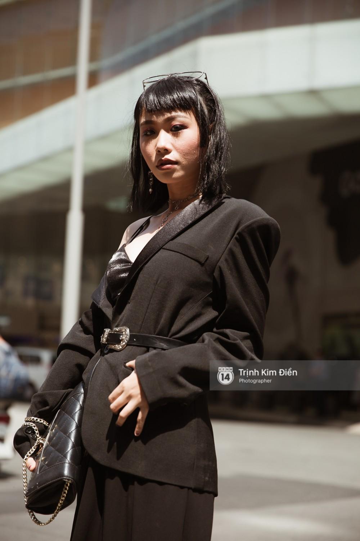 """Ngày 4 VIFW: Giới trẻ Sài thành vẫn ăn diện """"lồng lộn"""" với toàn ca mặc dị khó quên - Ảnh 13."""