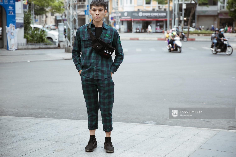 """Ngày 4 VIFW: Giới trẻ Sài thành vẫn ăn diện """"lồng lộn"""" với toàn ca mặc dị khó quên - Ảnh 16."""