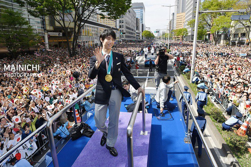 Biển người Nhật Bản đổ ra đường đón hoàng tử sân băng Yuzuru Hanyu trở về quê, đông không kém fan đón idol Kpop! - Ảnh 5.