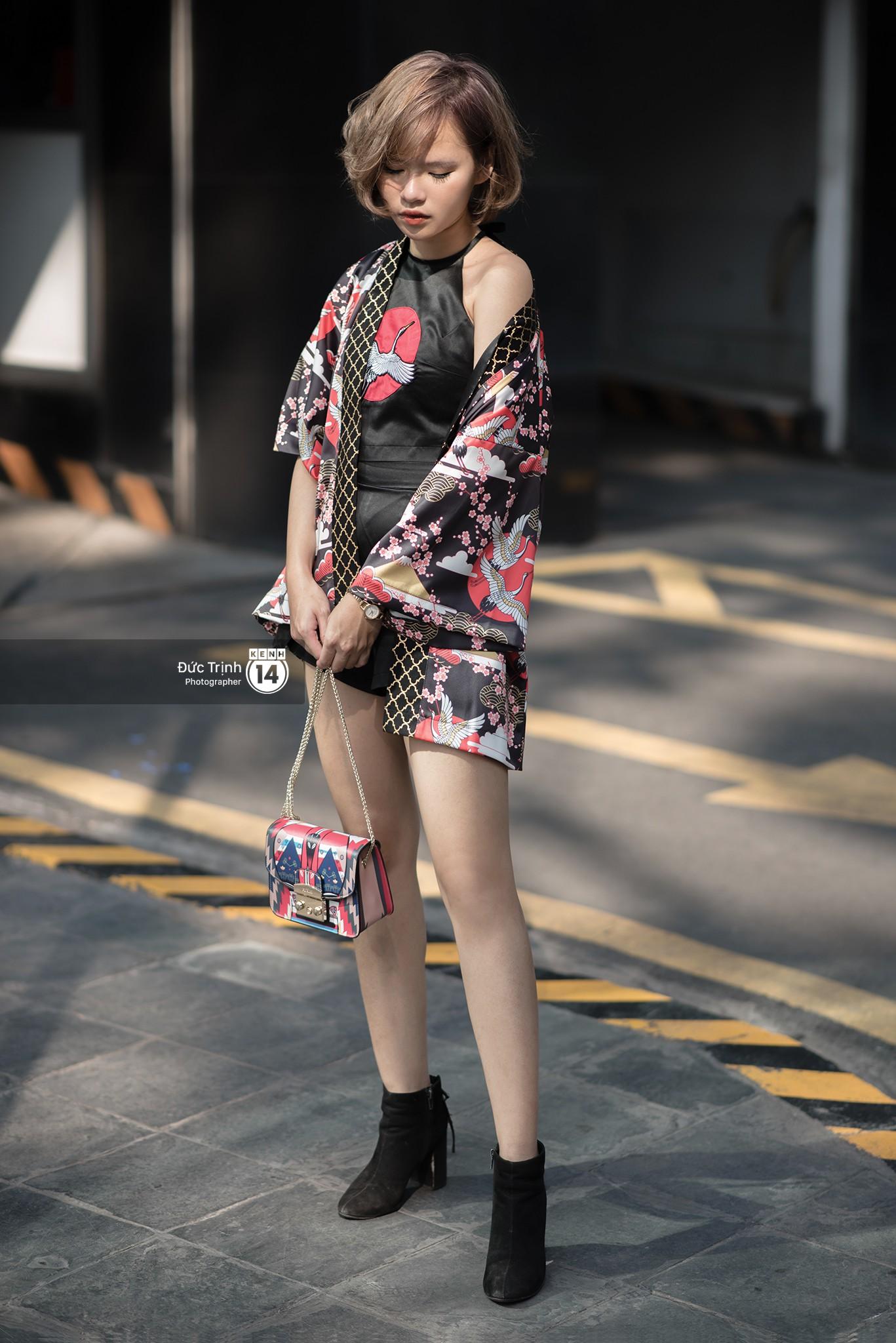 Street style 2 miền: Lên đồ đơn sắc hay sặc sỡ thì các bạn trẻ Việt vẫn cứ trung thành với style cool ngầu bụi bặm - Ảnh 17.