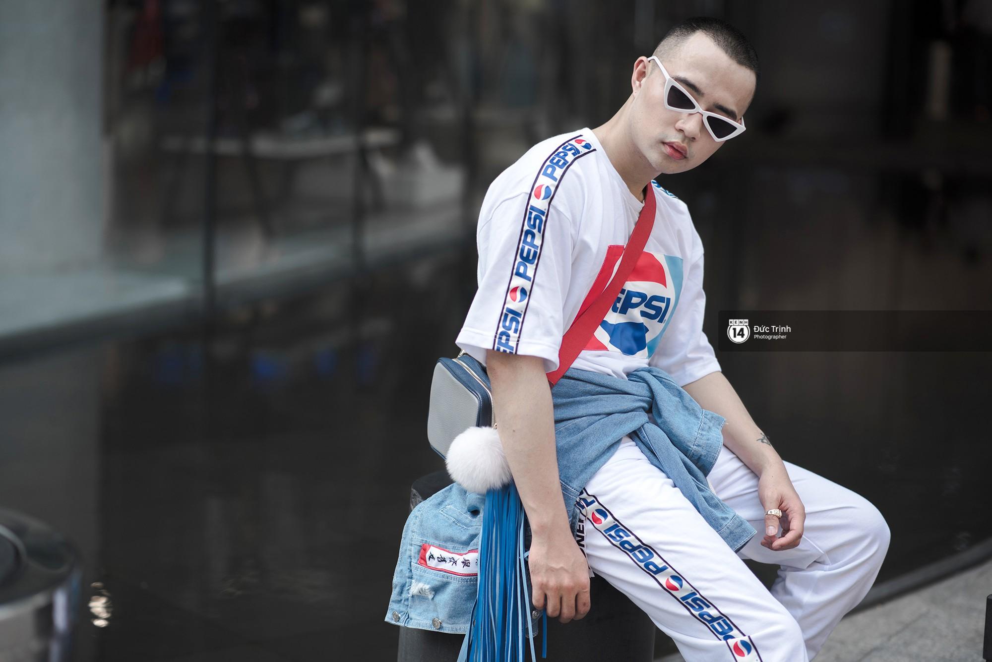 Street style 2 miền: Lên đồ đơn sắc hay sặc sỡ thì các bạn trẻ Việt vẫn cứ trung thành với style cool ngầu bụi bặm - Ảnh 19.