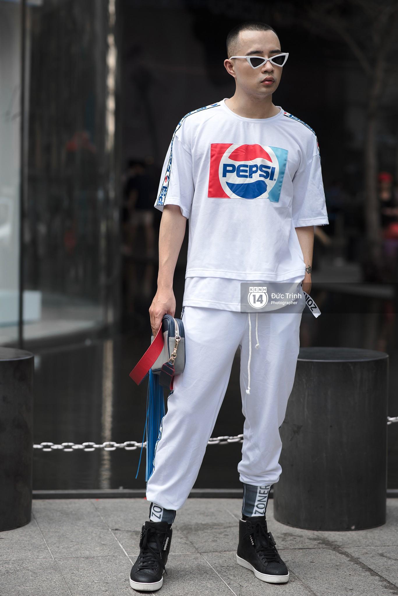 Street style 2 miền: Lên đồ đơn sắc hay sặc sỡ thì các bạn trẻ Việt vẫn cứ trung thành với style cool ngầu bụi bặm - Ảnh 18.