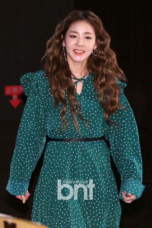 Bị hỏi về tung tích Park Bom hậu bê bối chất cấm, phản ứng của Dara đã khiến mạng xã hội dậy sóng - Ảnh 1.