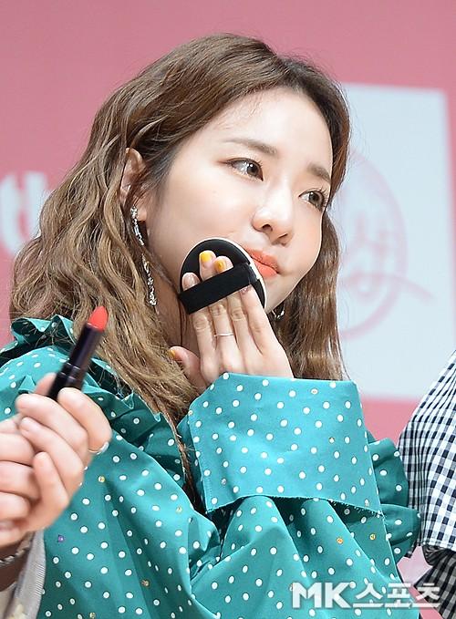 Bị hỏi về tung tích Park Bom hậu bê bối chất cấm, phản ứng của Dara đã khiến mạng xã hội dậy sóng - Ảnh 11.