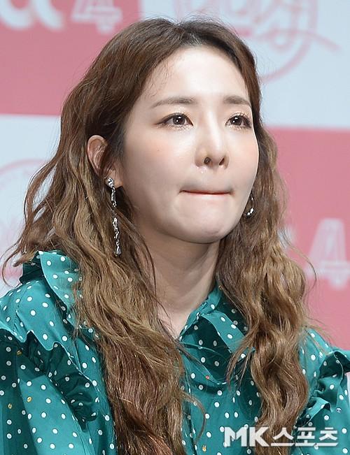 Bị hỏi về tung tích Park Bom hậu bê bối chất cấm, phản ứng của Dara đã khiến mạng xã hội dậy sóng - Ảnh 9.