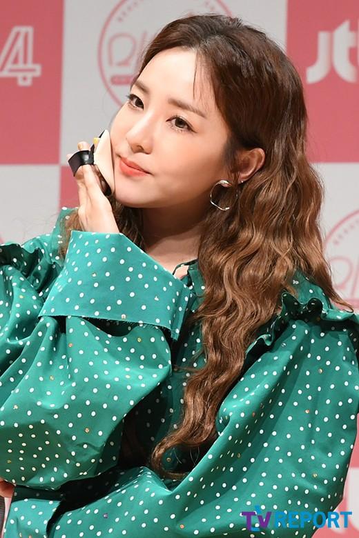 Bị hỏi về tung tích Park Bom hậu bê bối chất cấm, phản ứng của Dara đã khiến mạng xã hội dậy sóng - Ảnh 12.