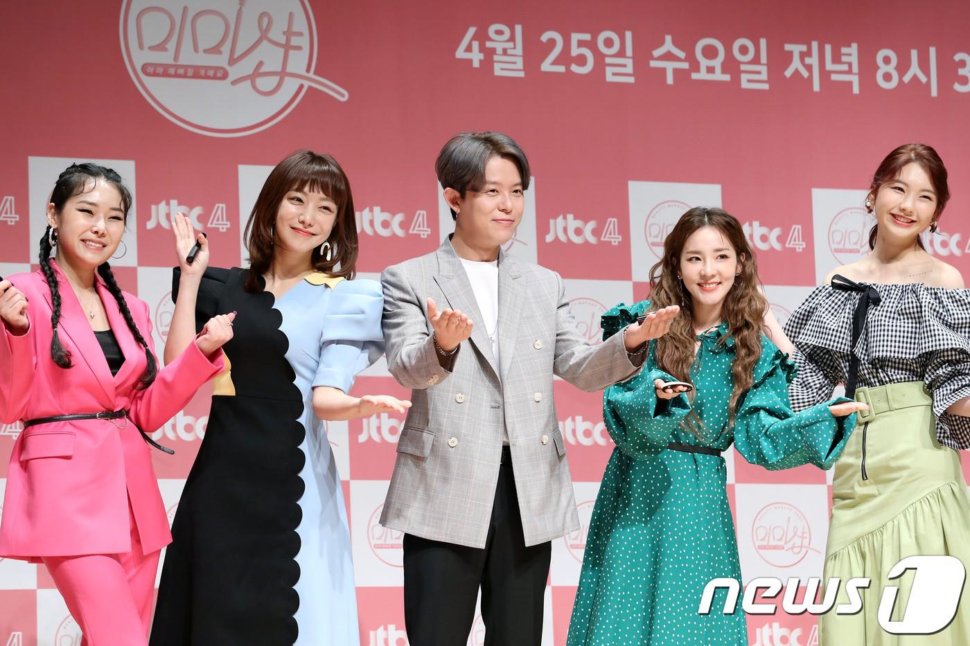 Bị hỏi về tung tích Park Bom hậu bê bối chất cấm, phản ứng của Dara đã khiến mạng xã hội dậy sóng - Ảnh 7.
