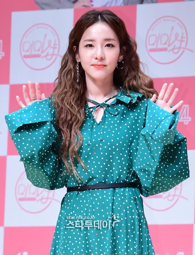 Bị hỏi về tung tích Park Bom hậu bê bối chất cấm, phản ứng của Dara đã khiến mạng xã hội dậy sóng - Ảnh 4.