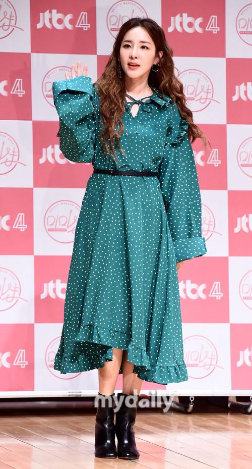 Bị hỏi về tung tích Park Bom hậu bê bối chất cấm, phản ứng của Dara đã khiến mạng xã hội dậy sóng - Ảnh 3.