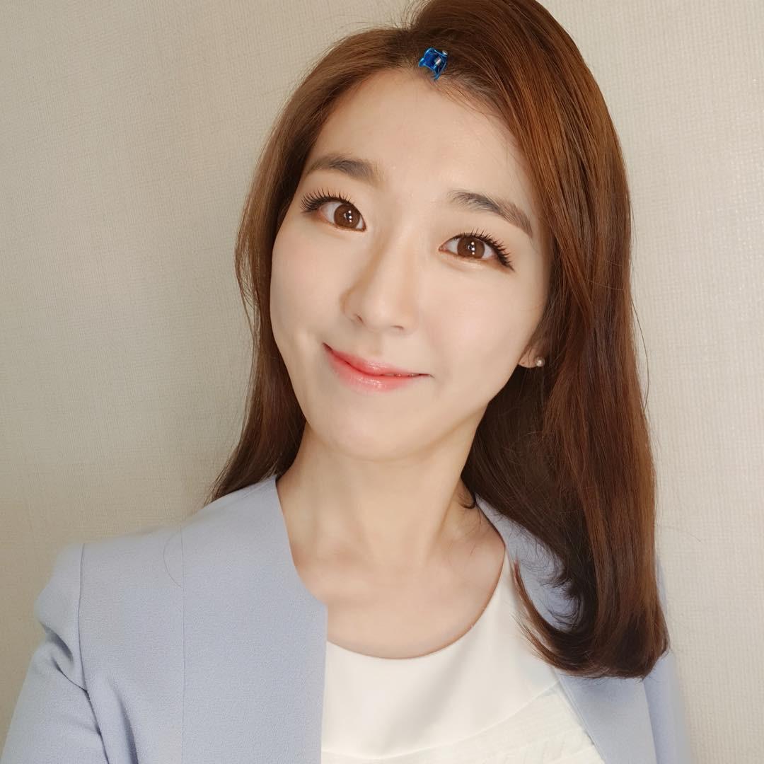 Nàng nào để tóc mái thì đừng bỏ qua 3 cách làm phồng tóc vừa xinh vừa nhanh của con gái Hàn - Ảnh 16.