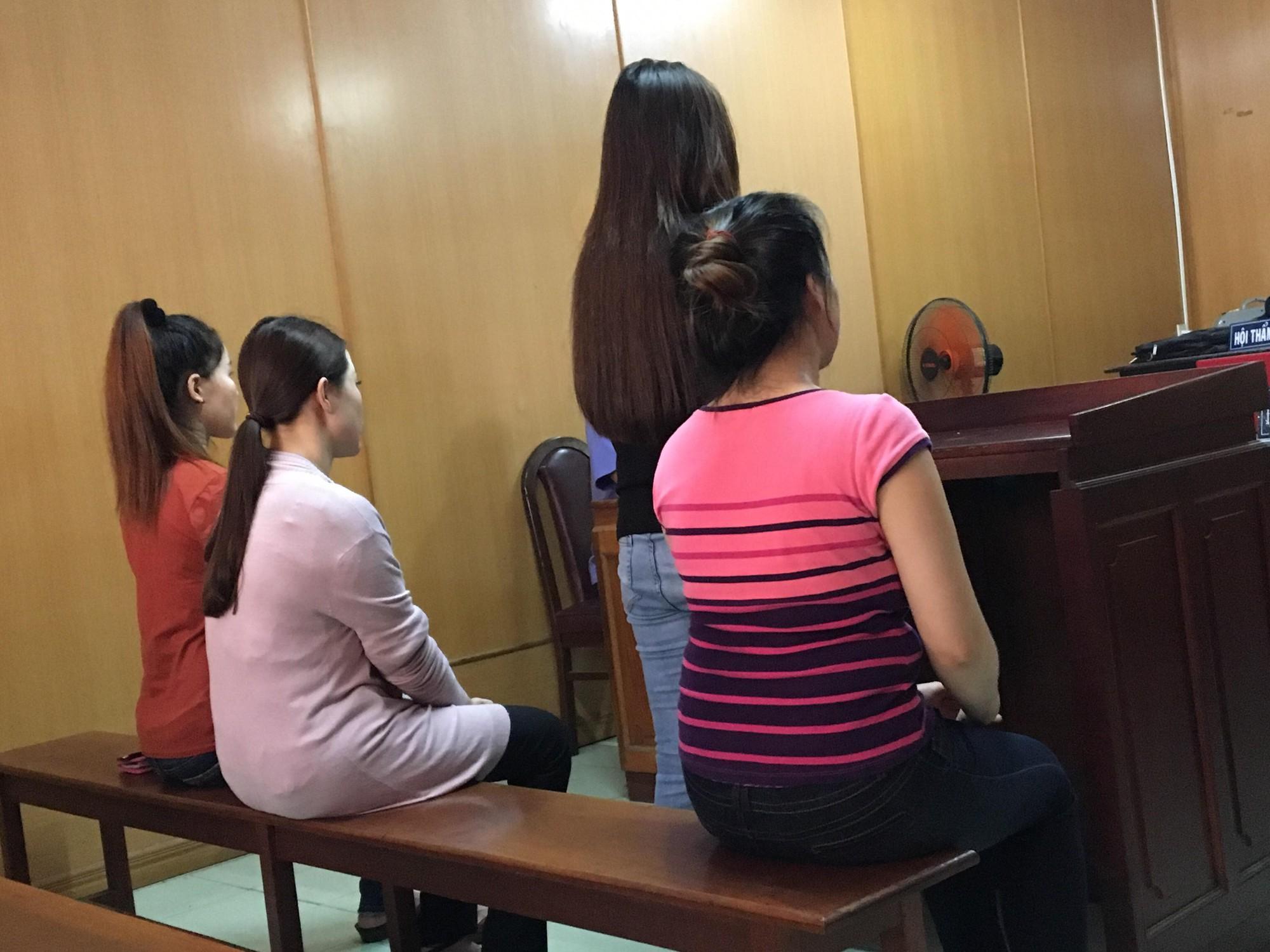 """Xét xử diễn viên, MC, hoa khôi bán dâm nghìn USD ở Sài Gòn: """"Bị cáo nói được khách tặng 'quà' chứ không phải tiền bán dâm"""""""