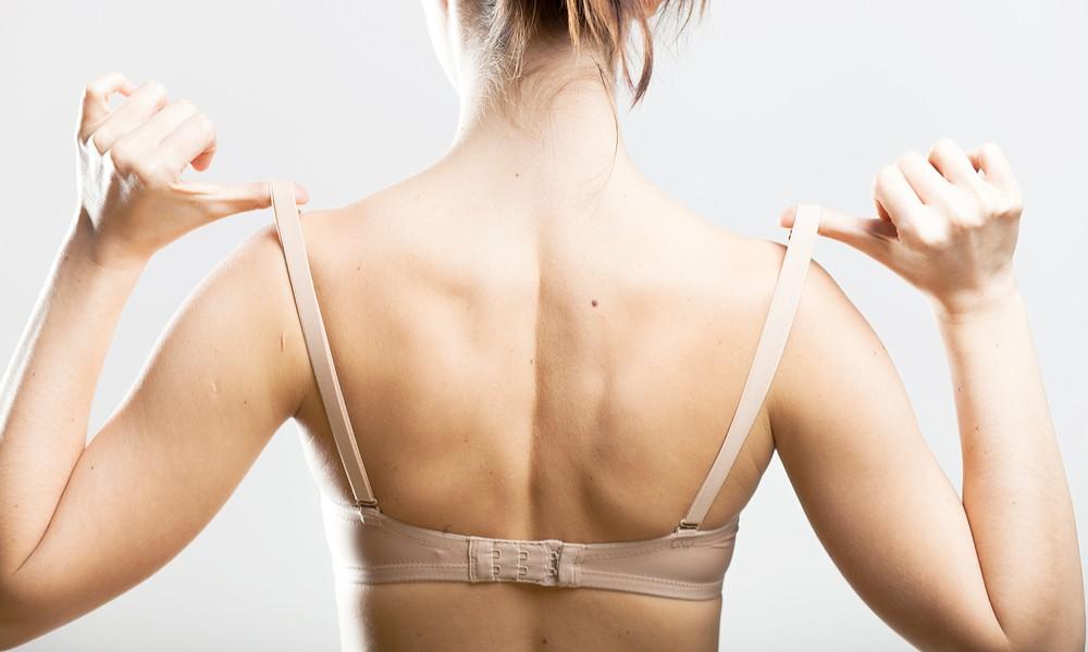 Cứ mắc phải những thói quen này chỉ khiến ngực của bạn ngày càng chảy xệ - Ảnh 1.