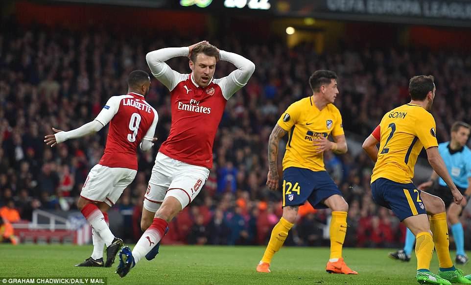 Arsenal 1 - 1 Atletico Madrid: Thẻ đỏ gây tranh cãi vã những siêu sao tỏa sáng