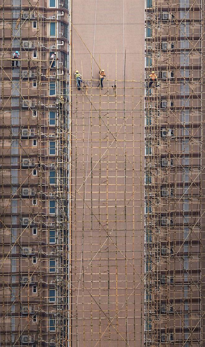 [Ảnh] Concrete stories: Cuộc sống muôn màu trên những tầng thượng của Hồng Kông - Ảnh 4.