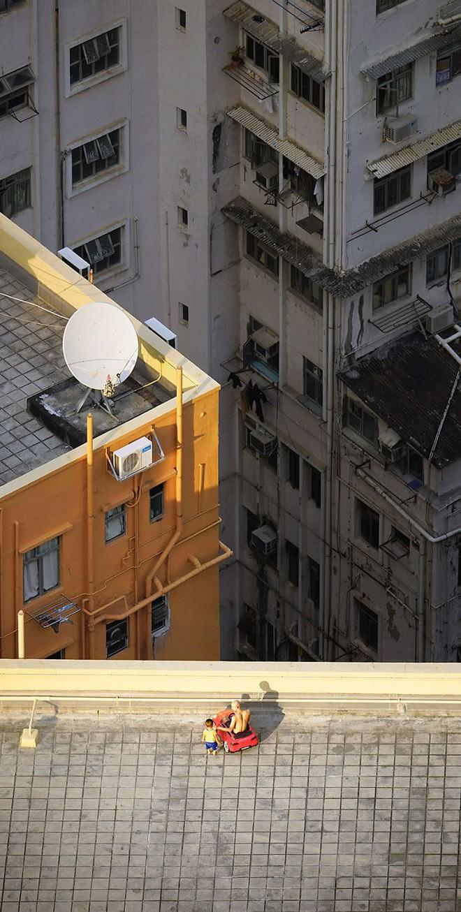 [Ảnh] Concrete stories: Cuộc sống muôn màu trên những tầng thượng của Hồng Kông - Ảnh 3.