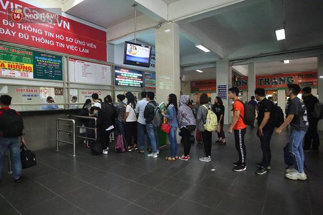 Hà Nội: Xe khách bị hạ tải do nhồi nhét vẫn tiếp tục bắt khách ngoài bến 2