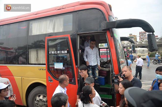 Hà Nội: Xe khách bị hạ tải do nhồi nhét vẫn tiếp tục bắt khách ngoài bến 5