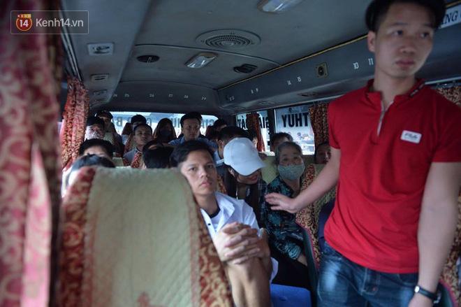 Hà Nội: Xe khách bị hạ tải do nhồi nhét vẫn tiếp tục bắt khách ngoài bến 7